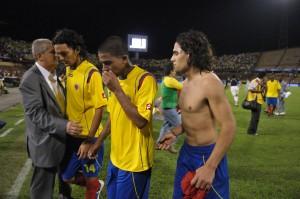 Los jugadores de la selección de fútbol de Colombia se acotumbraron a salir cabizbajos de la cancha.