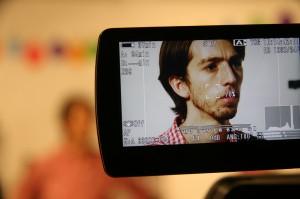 Esteban durante la grabación de Facebook, foto de Catalina Acosta