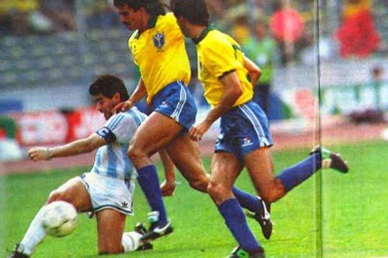 MaradonaItalia90_560