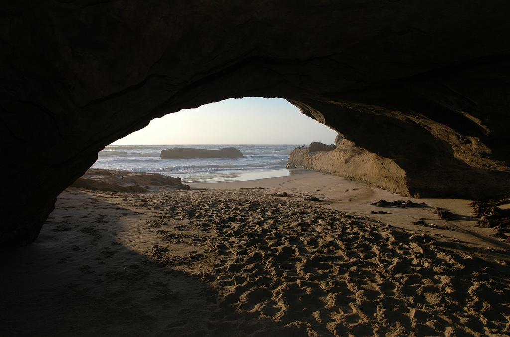 Beach cave, Flickr, David