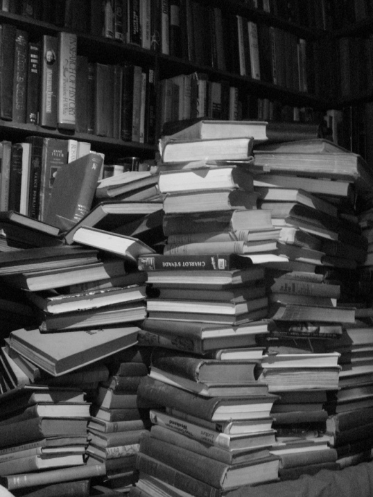 books in a stack (a stack of books), Flickr, austinevan