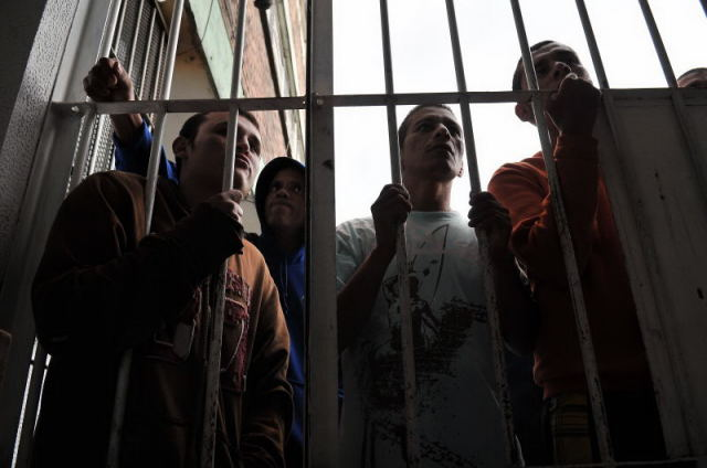 A pesar de ser  el único sitio de reclusión para internos con problemas mentales en Bogotá allí no hay acienamiento.