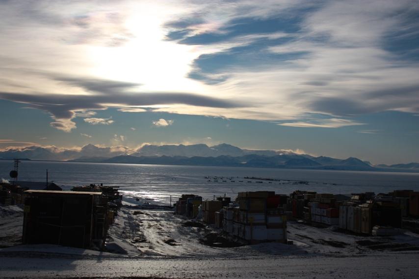 McMurdo, la base norteamericana en La Antártida, y cuya población oscila entre los 1.200 y los 200 habitantes, según la estación del año. Foto: Juan Diego Soler