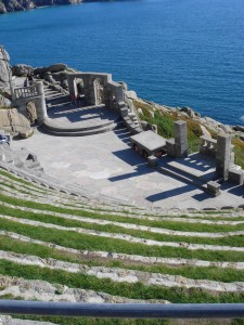 El Minack Theatre frente al mar