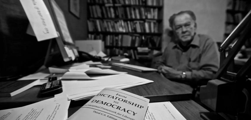 Gene Sharp, autor del libro De la Dictadura a la Democracia – foto cortesía de Ruaridh Arrow, genesharpfilm.com