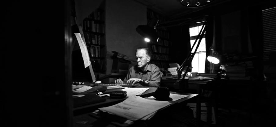 Gene Sharp en su estudio en la Albert Einstein Foundation – foto cortesía de Ruaridh Arrow, genesharpfilm.com