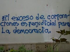 El exceso de corporaciones es perjudicial para la democracia.