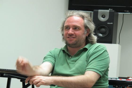 """Sebastián Sánchez, el productor mexicano de la obra """"Incendios""""."""