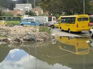 Las Aguas. Lago para perros, palomas y coches.