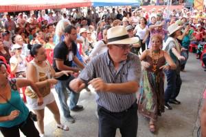 Público bailando Fuga.