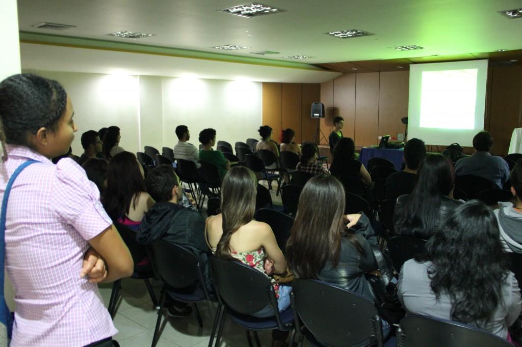 Público asistente a la muestra de video autobiográfico en la fiesta Yo veo.