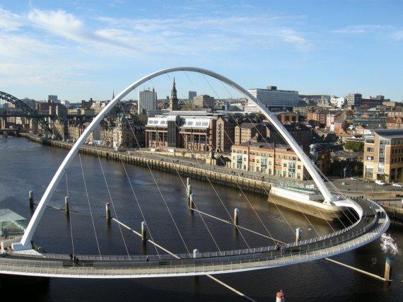 Suena el Támesis en el Puente del Milenio en Londres