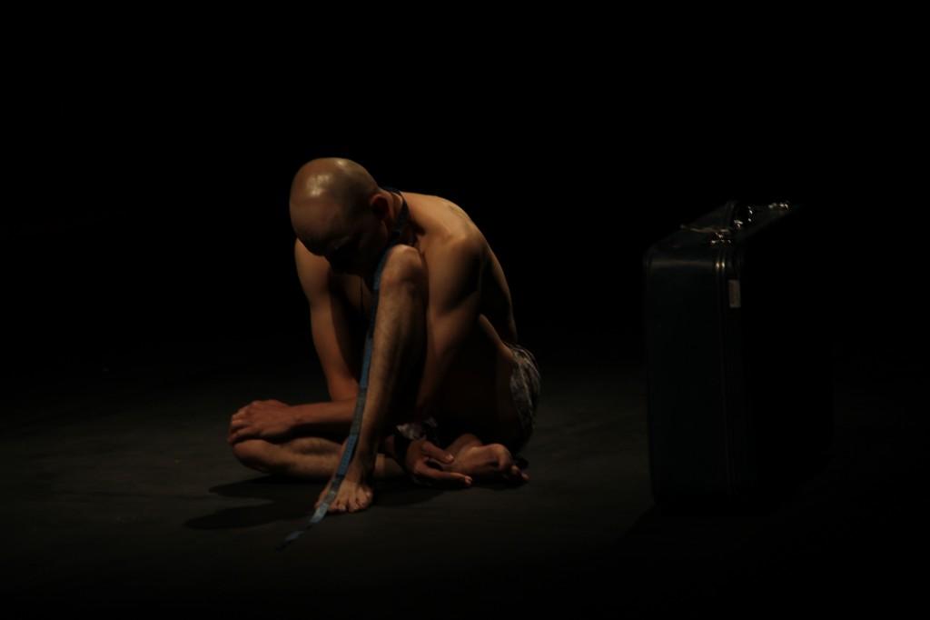 Matacandelas en Las danzas privadas de Jorge Holguín.