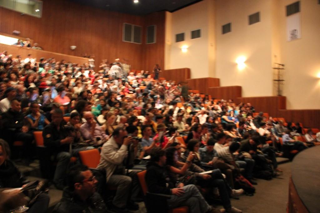 Público en el Teatro Auditorio de la universidad Nacional en Manizales.
