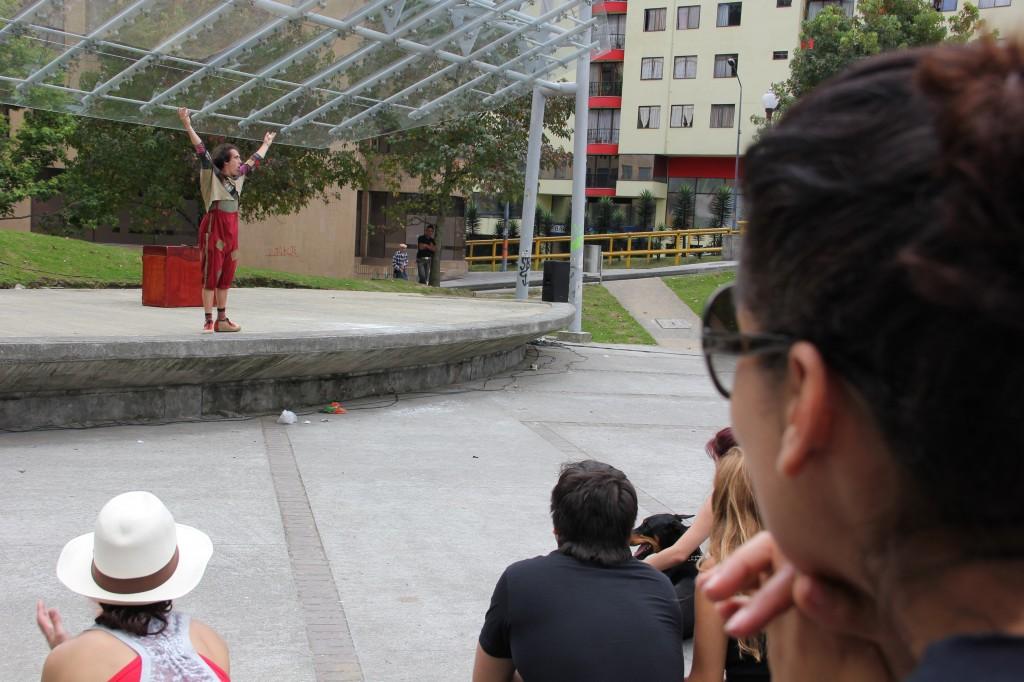 Viendo la presentación de Xabi Larrea de España con su obra Up.