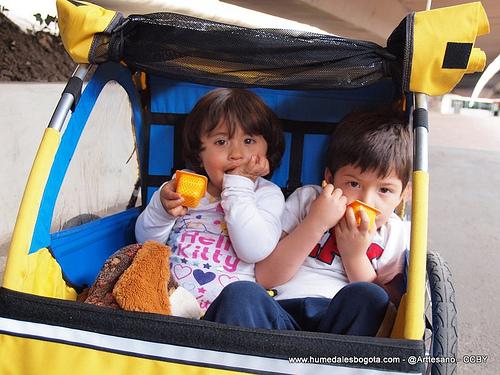 Los niños haciendo presencia en la bicicaravana