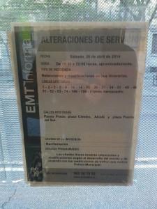 Aviso de que habría alteraciones en el recorrido de lo autobuses que pasan por el Paseo del Prado.