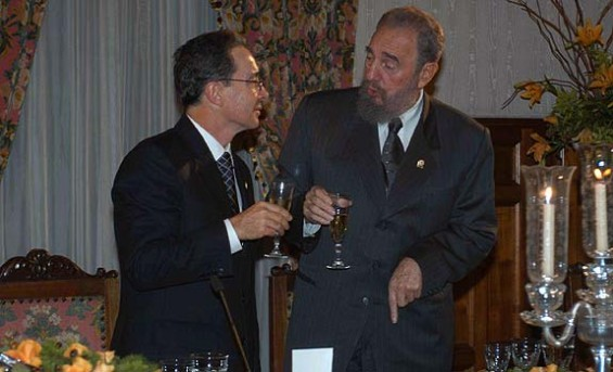 Alvaro Uribe y Fidel Castro