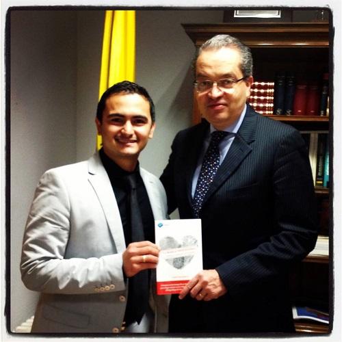 El escritor Fabián González y el Embajador de Colombia en España, Fernando Carrillo