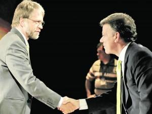 Antanas Mockus y Juan Manuel Santos en el debate presidencial de 2010 - foto del diario El Clarín