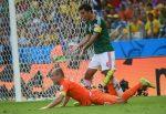 Robben-en-el-piso-luego-de-simular-una-falta-300x206.jpg