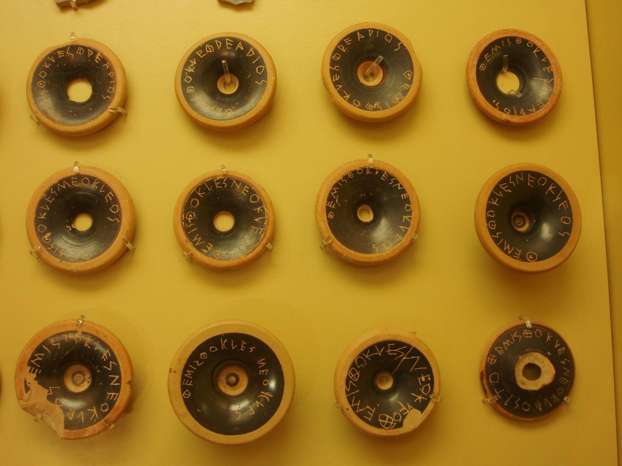 Ostrakas usadas para ostraquizar a Temístocles