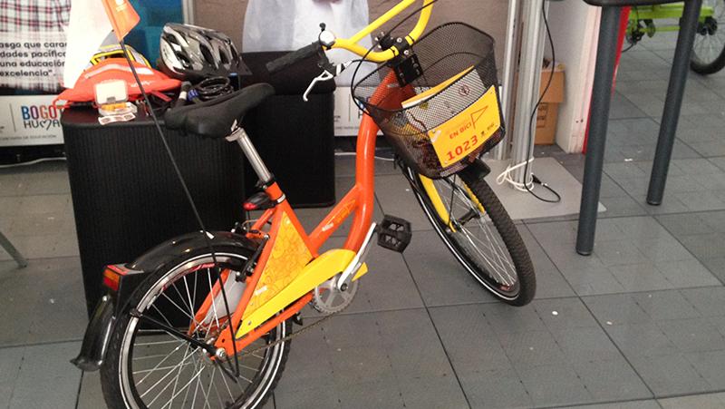 Al Colegio en Bici, uno programa que dota de bicicletas a niños de colegios públicos.