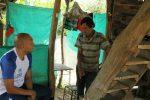 Carlos-Dominguez-y-refugiado_feb-18-1.jpg