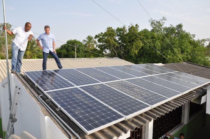16_paneles_solares_fueron_instalados_en_la_ie_martinica