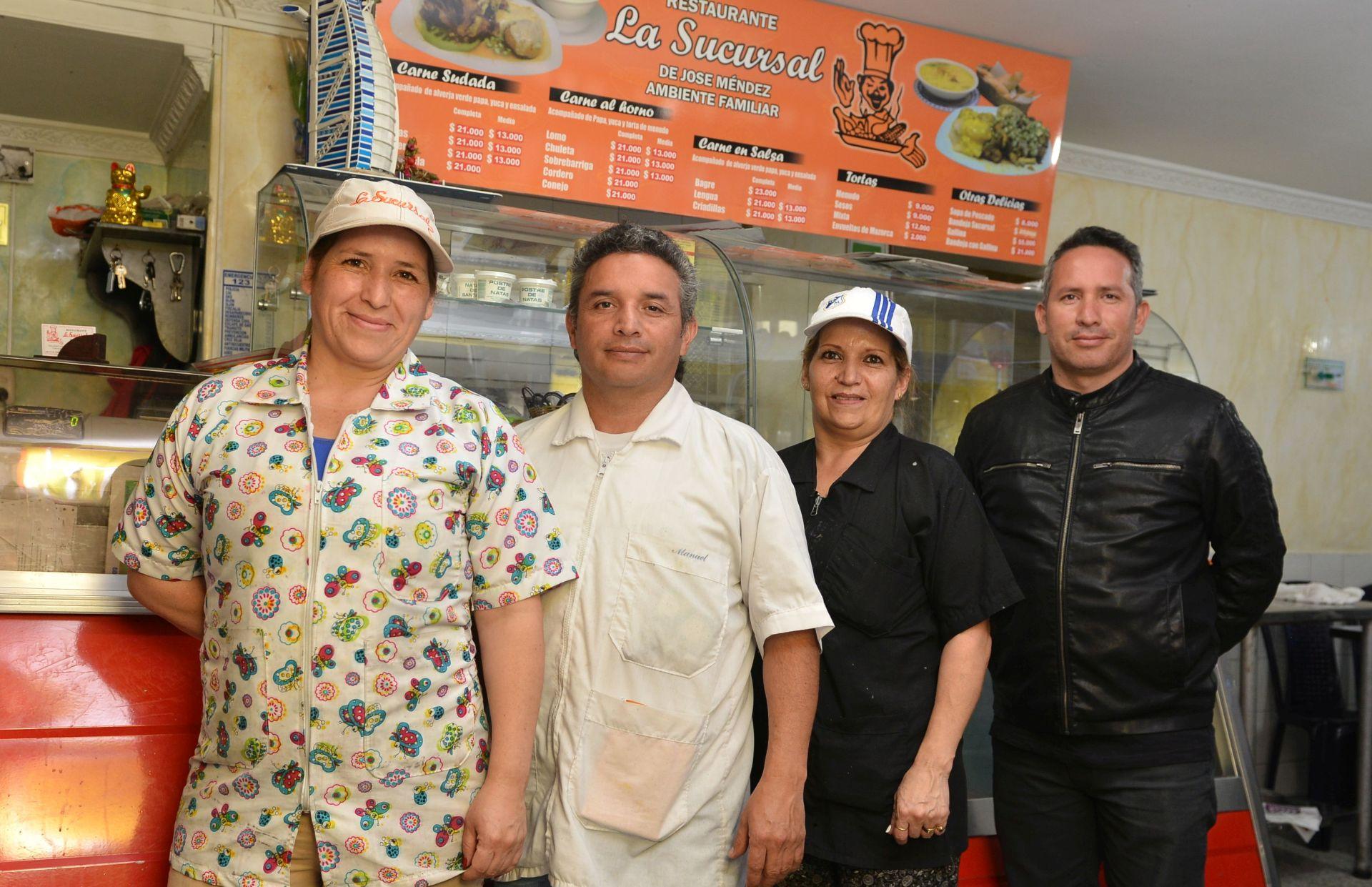 Nubia, Manuel, Pilar, Javier y José, quien no aparece en la foto, son los guardianes de la tradición familiar, iniciada hace 56 años por José Méndez y Amalia Sosa.