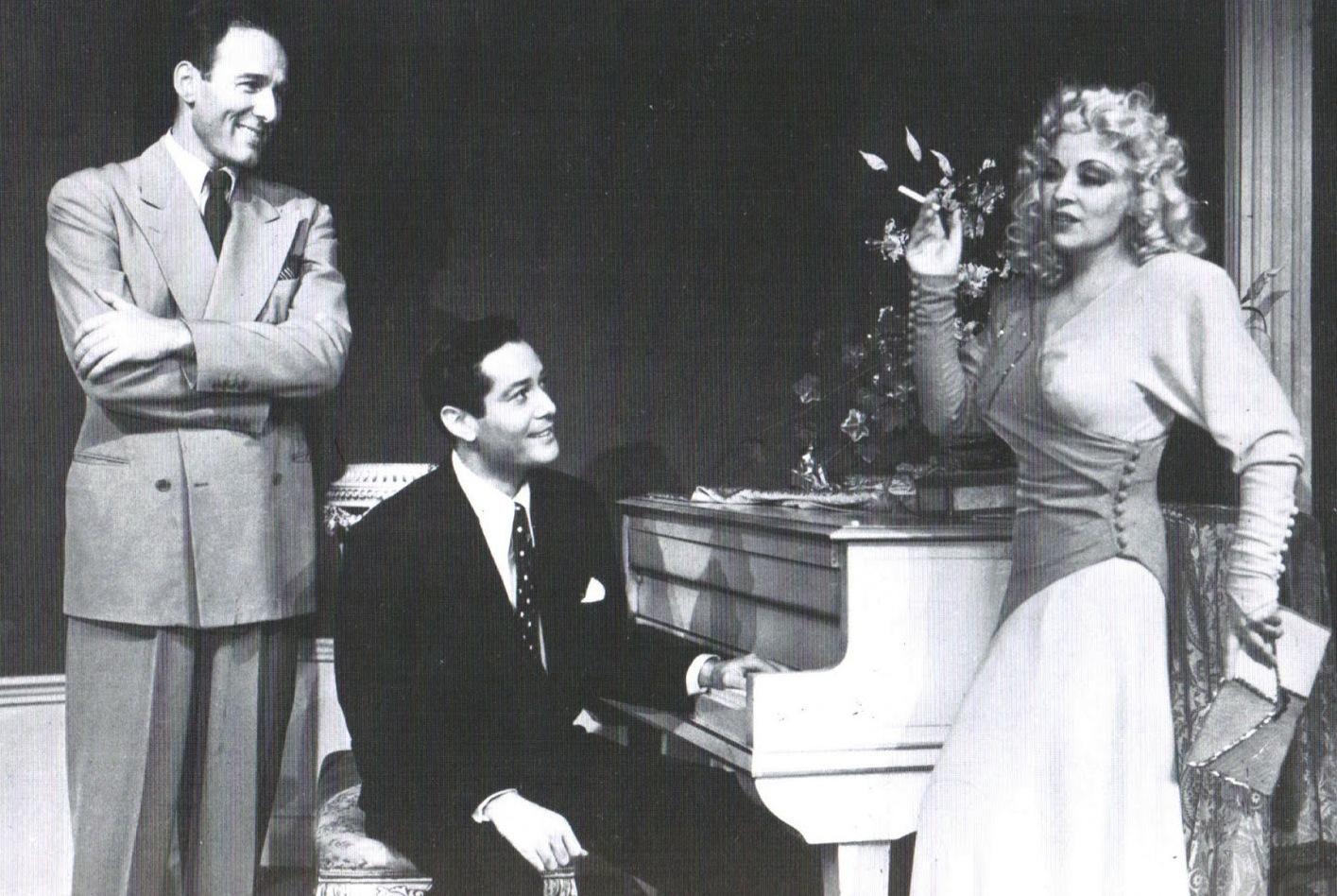Robert Tafur en teatro con Mae West