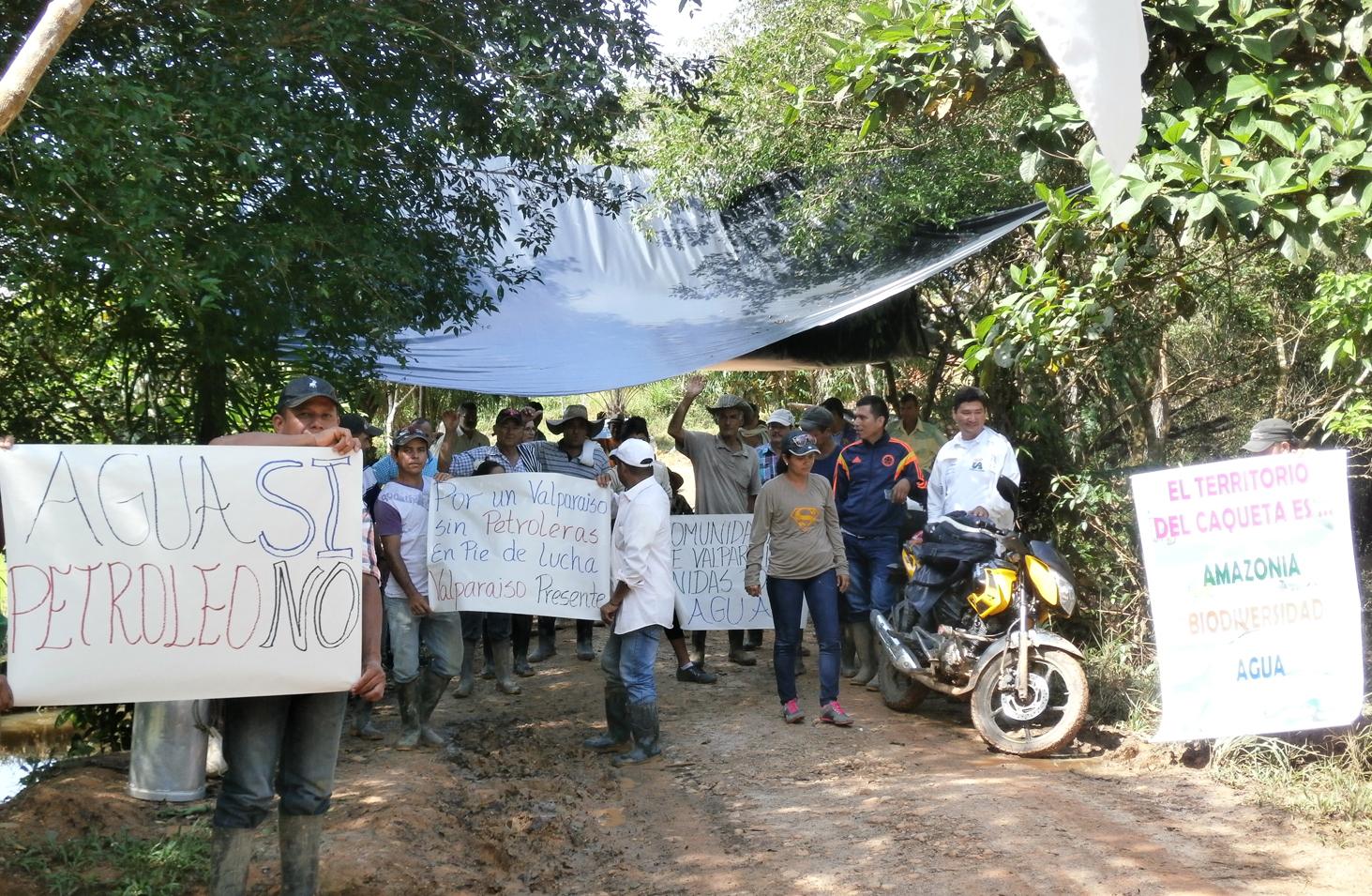 Campesinos del Caquetá se le plantaron al Esmad para impedir ingreso ...