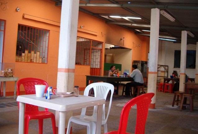 Una de las tres mesas del restaurante