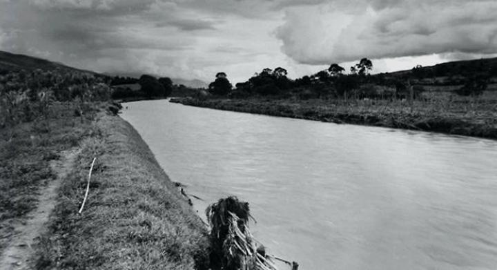 FotoFrancisco Mejía Cuelga del río Medellín 1942