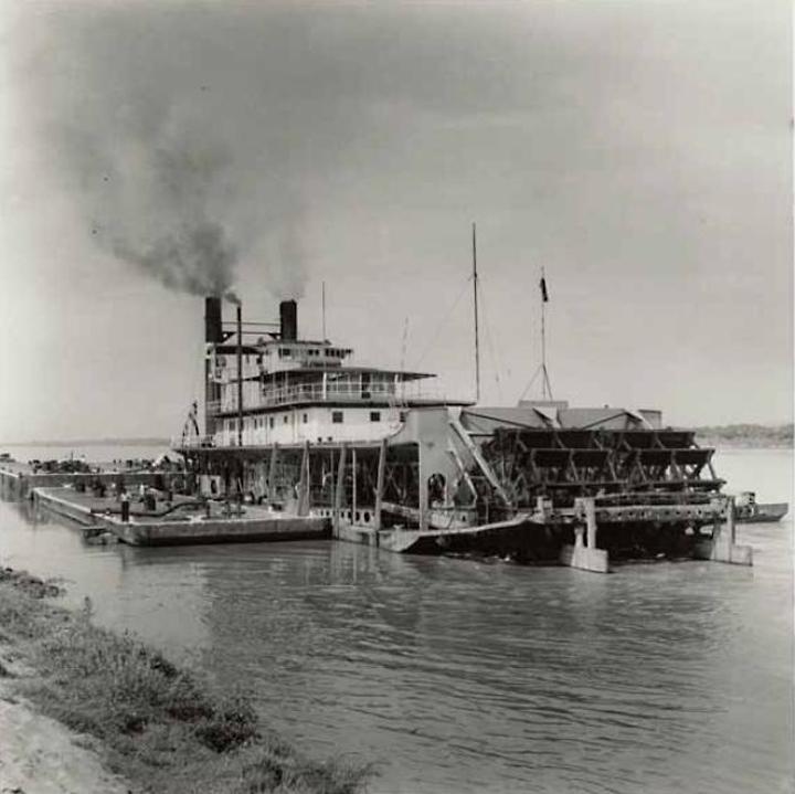 Macondo. Barco de vapor. Río Magdalena, Colombia. Fotografía de Leo Matiz, ca. 1950.