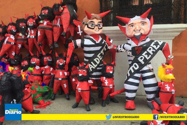 Piñatas para quema del diablo. Foto Nuestro Diario