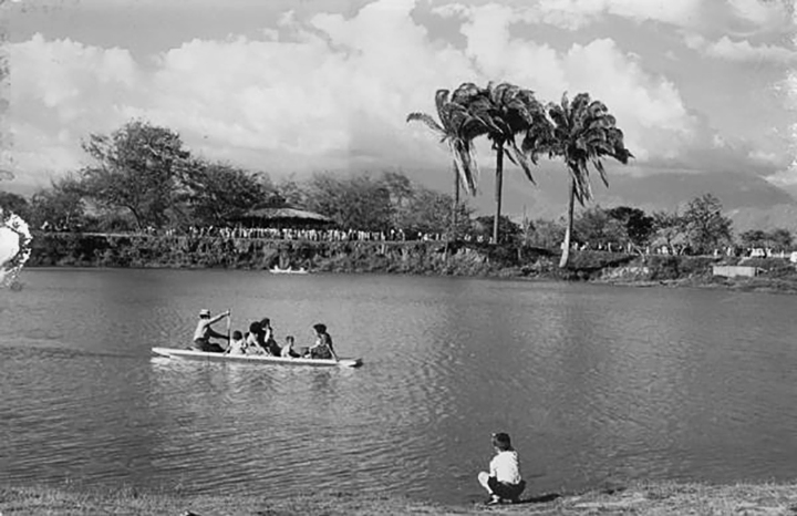 Los paseos en canoa por el río Cali fueron una de las más tradicionales formas de recreación de los caleños 1935