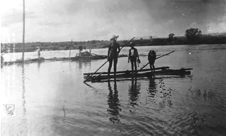 Paseo en planchón por la arenera del río La Vieja1900