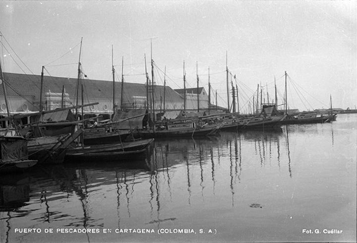Puerto de pescadores en Cartagena (Colombia) [1930?]  Gumercindo Cuéllar Jiménez Biblioteca Luis Ángel Arango