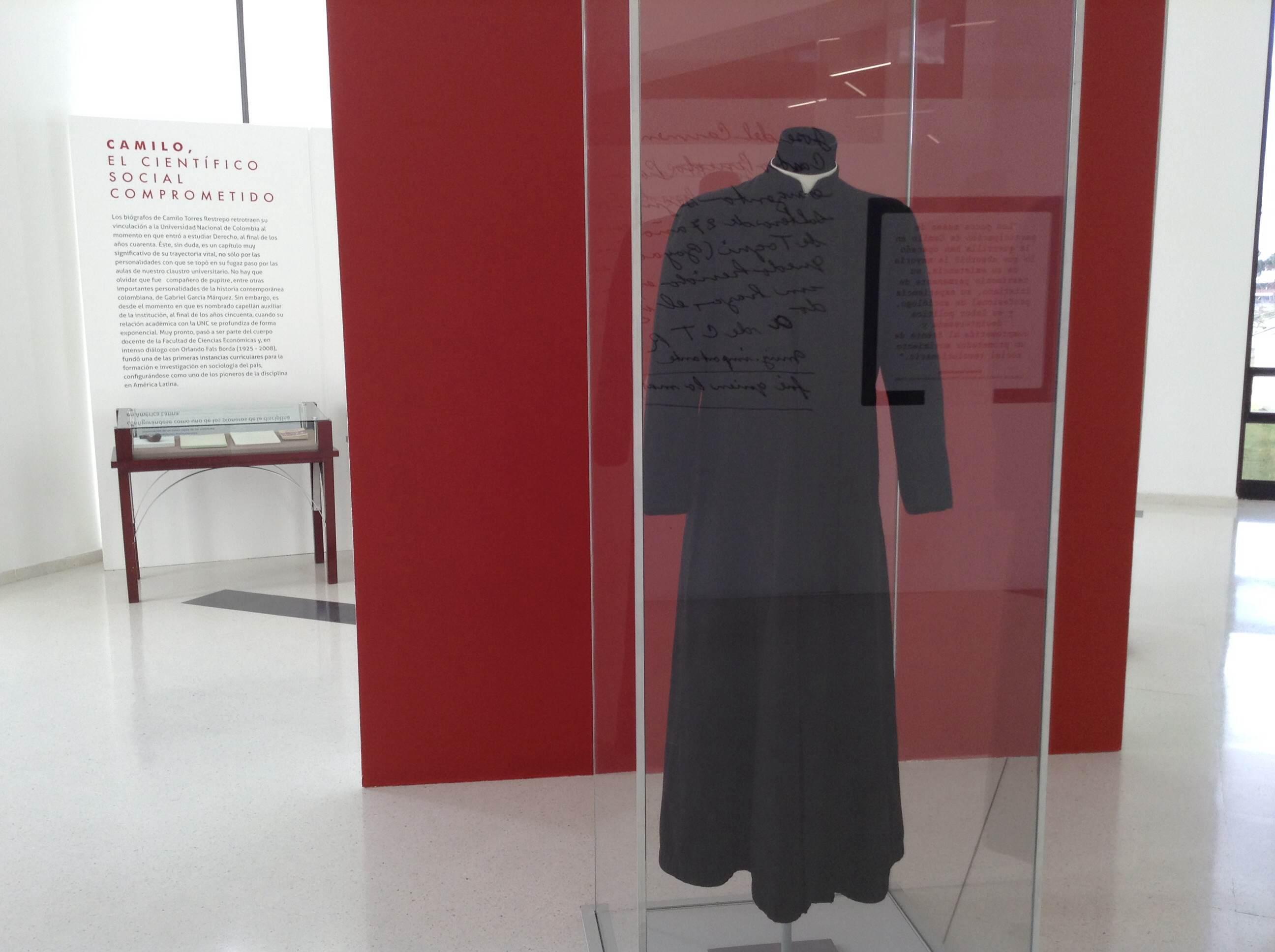 2. La sotana de Camilo Torres es uno de los objetos que se pueden encontrar en la sala de exposición. (1)