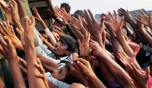 Ayuda distribuida en Sukkar Pakistán luego de las inundaciones del año 2010, foto del Washington Post