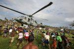 Ayuda-distribuida-luego-de-la-tormenta-tropical-Ketsana-en-2009-Fuerzas-Armadas-Filipinas-300x200.jpg