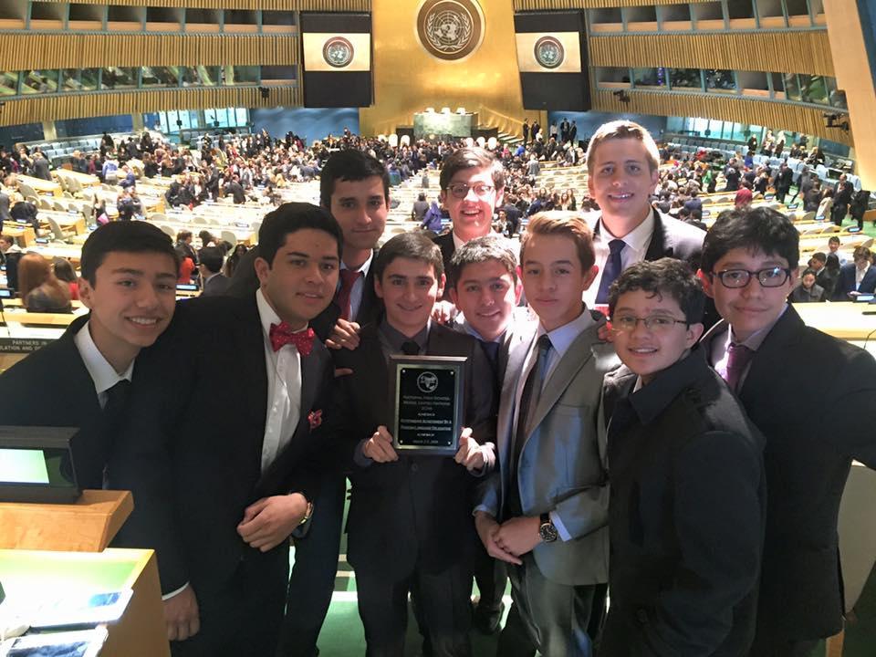 La Delegación del Gimnasio de los Cerros en el salón de la Asamblea General de Naciones Unidas