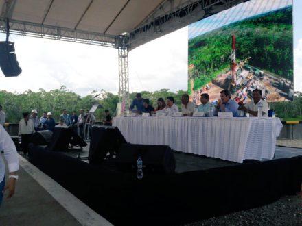 Ceremonia de inauguración en el campo Tiputini. Al fondo. Foto de la cuenta oficial de Twitter de l Ministerio de Hidrocarburos.