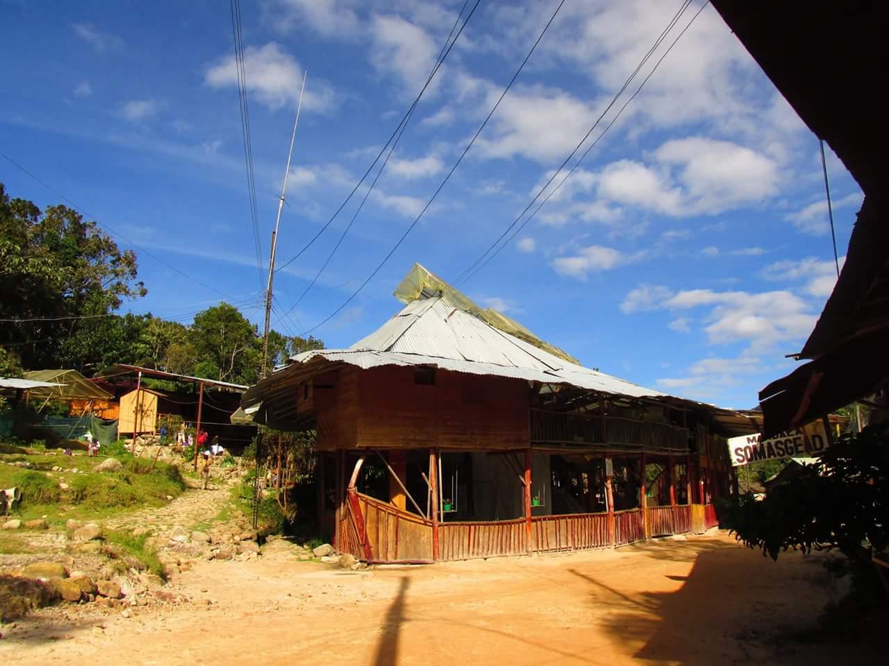 Templo 'Sakroakuarios' adentro, una de sus barracas.