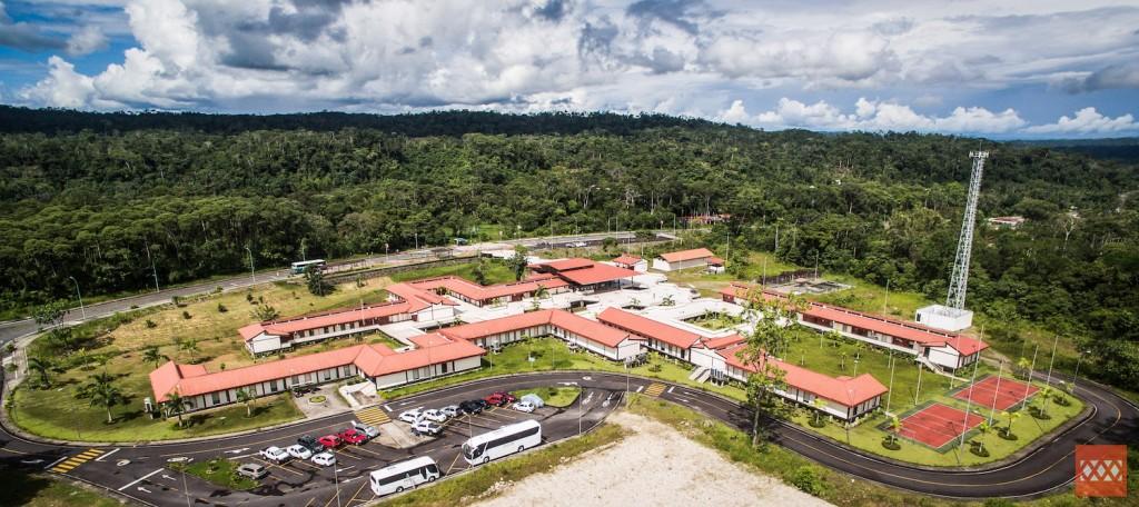 La Universidad Regional Amazónica IKIAM, palabra que significa selva en la lengua Shuar, está ubicada dentro del corazón de la Amazonía ecuatoriana. Foto: Cortesía de Ikiam.
