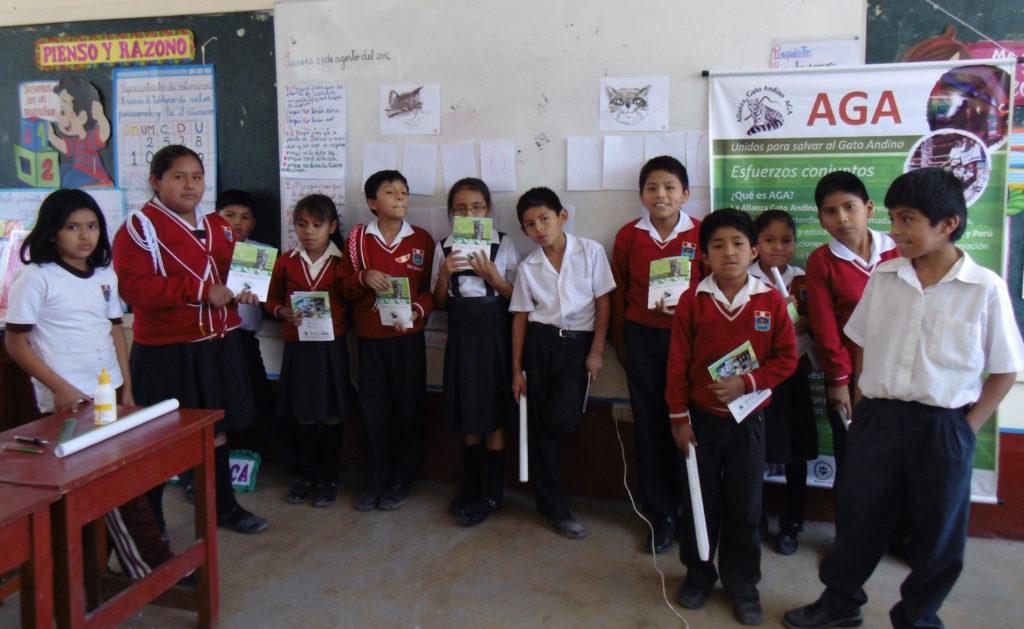 Campaña de educación ambiental realizada por AGA Perú para sensibilizar a los estudiantes sobre la necesidad de conservar al gato andino. Foto: AGA Perú.