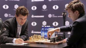 Carlsen y Kariakin.