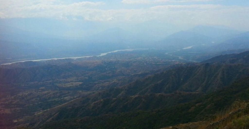 El cañón del río Cauca  se ha visto afectado por la construcción de Hidroituango, una de las hidroeléctricas más grandes del país, que debía entrar en funcionamiento en 2018. Foto del Movimiento Ríos Vivos Antioquia.