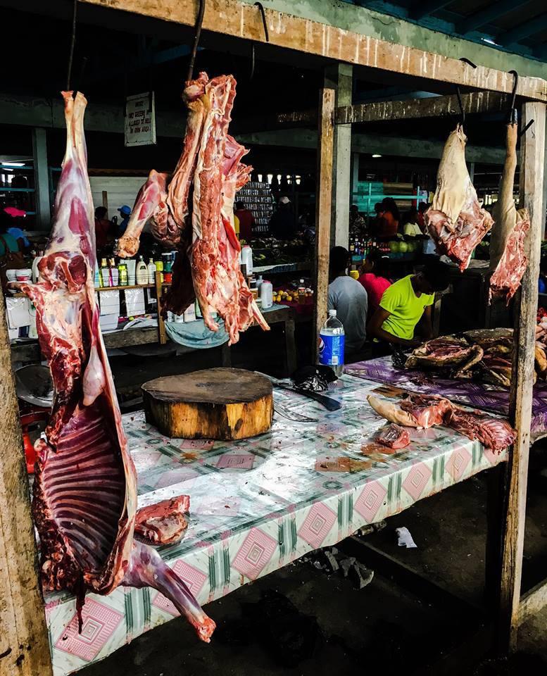 Venta de carne de monte en mercados locales donde existe demanda. Foto: Cifor.